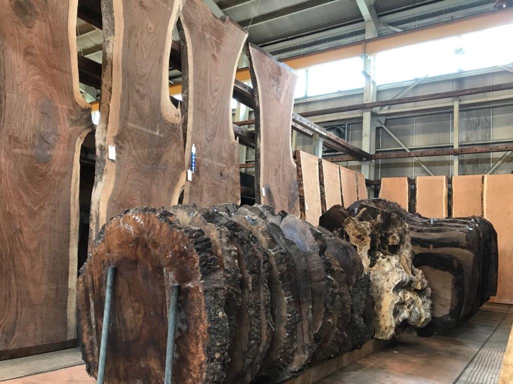 銘木市の木材
